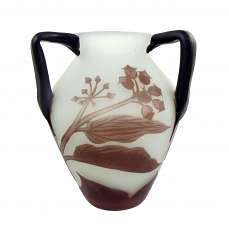 Decorative handle vase with overlay and floral decoration, Loetz / Richard 1925